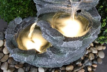 Fuente Cascada de Agua Rocosa Trevell - Luces LED - Ambient�