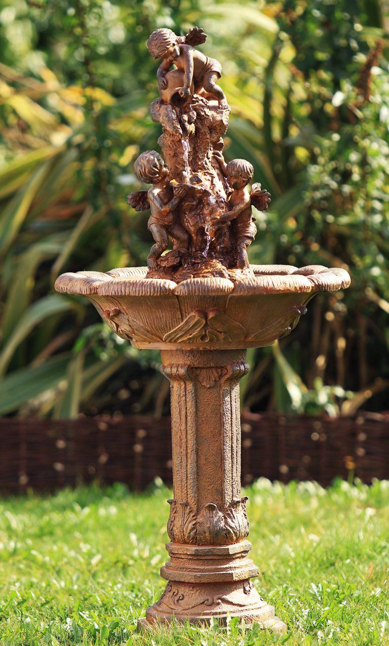 Fuente querubines 152 99 for Jardin querubines