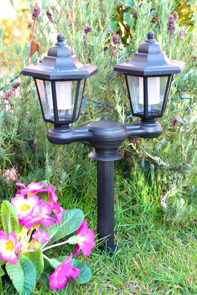 Farolillos solares uso doble luz para muros o baliza para - Fuentes solares para jardin ...
