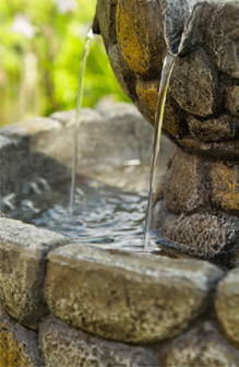 Fuente bebedero para p jaros empedrado de solaray a68cm - Fuente para pajaros ...